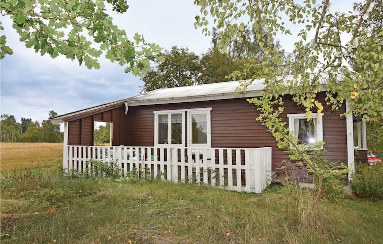Holiday cottage with 2 bedrooms on 46 m² in Falköping