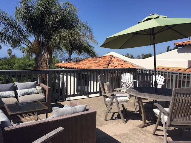 Ideal private casita and deck with parking!