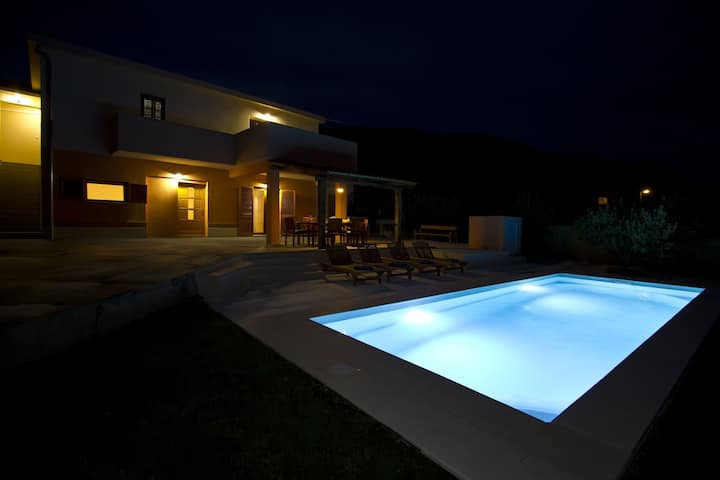 Charming house with pool near Split