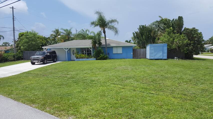 Jupiter Home with Pool 1/4 mile from Beach