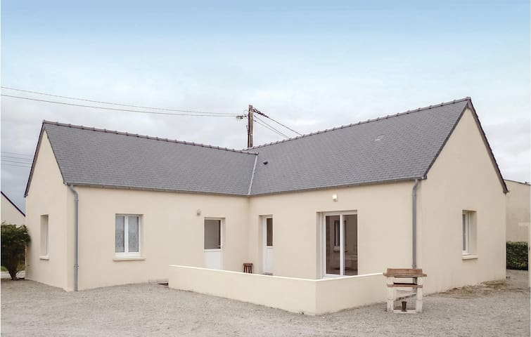 Holiday cottage with 2 bedrooms on 80m² in St. Marcouf De L'Isle