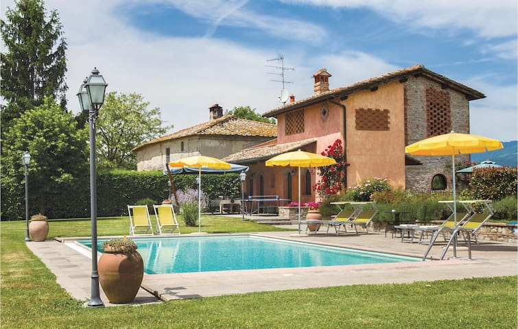 Holiday cottage with 3 bedrooms on 150 m² in Scarperia FI