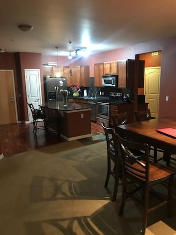 Denver, Lone Tree,   Spacious 2 bdrm. 2 bath.