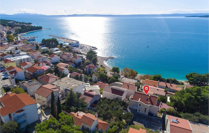 Amazing apartment in Baska Voda with WiFi