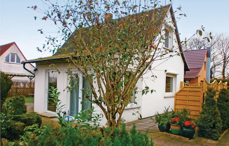Holiday cottage with 2 bedrooms on 65m² in Sundhagen OT Tremt