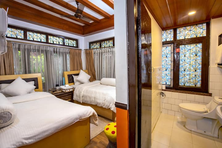 Deluxe Twin Room at Shangrila Boutique Hotel