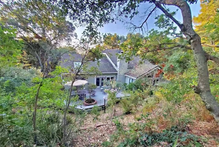 Private gated 6bd forest estate