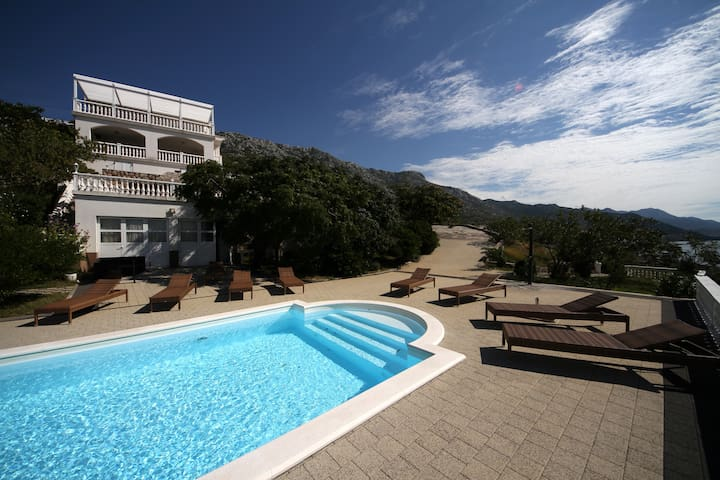 Villa with pool apartman 2 (4+2) - Cesarica - House