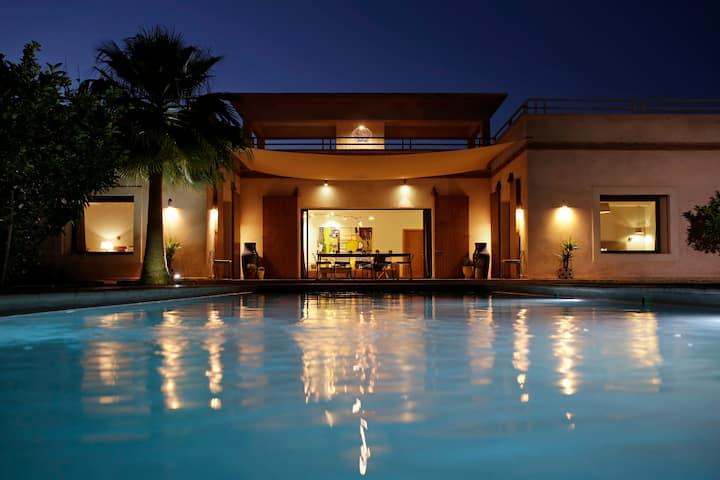 Villa SALAMOUNI - Perfect Holiday Retreat
