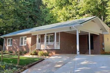 Cozy and Quiet Home-Clayton, Georgia