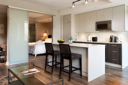 Deluxe 1 bedroom suite. Brian Gluckstein designed - Ottawa