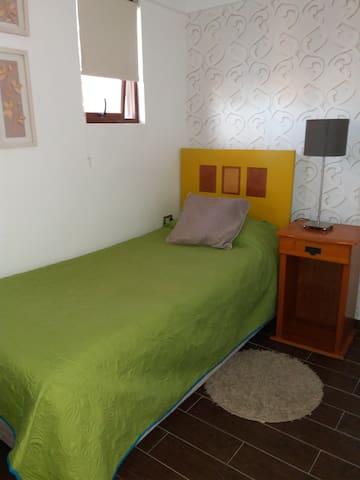 Linda habitación, cercana a playas, Wifi / English - Iquique - House