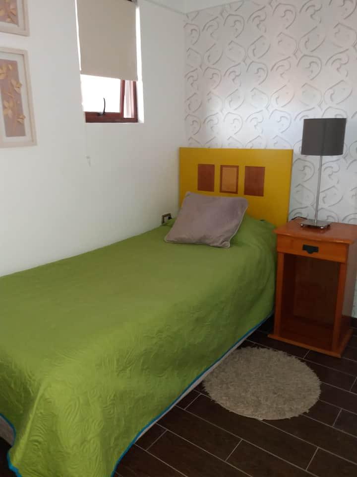 Linda habitación, cercana a playas, Wifi / English