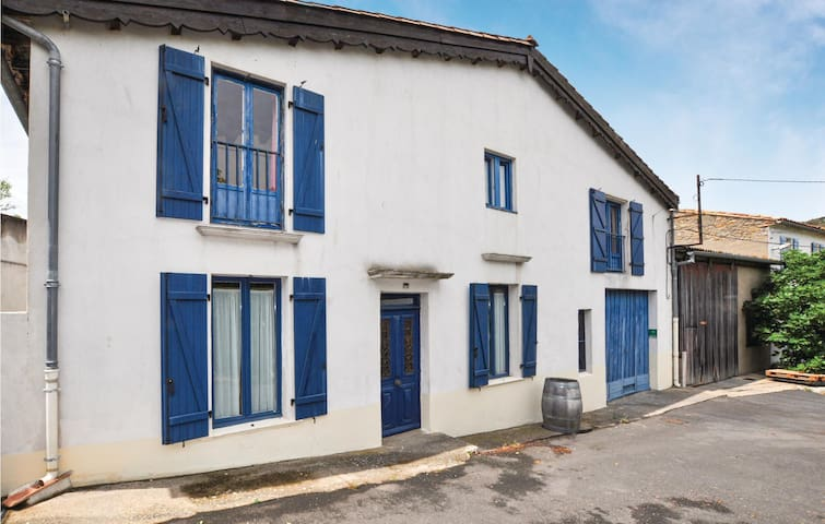 Holiday cottage with 4 bedrooms on 140m² in Cascastel-des-Corbièr.
