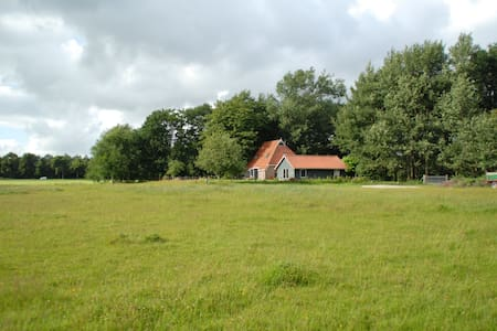 Spacious familyhouse with a wide view. - De Wilgen - Ev