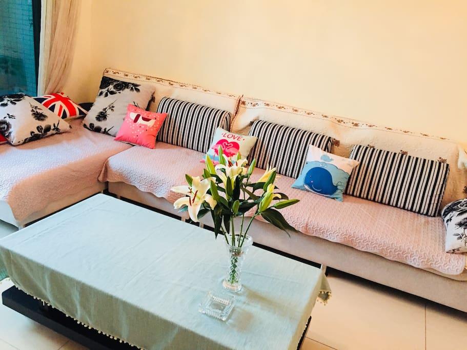 客厅沙发和茶几