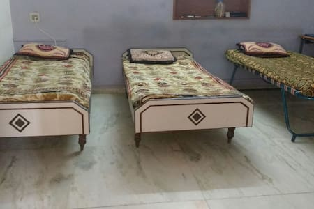 Shared Bed and Breakfast - Gandhinagar