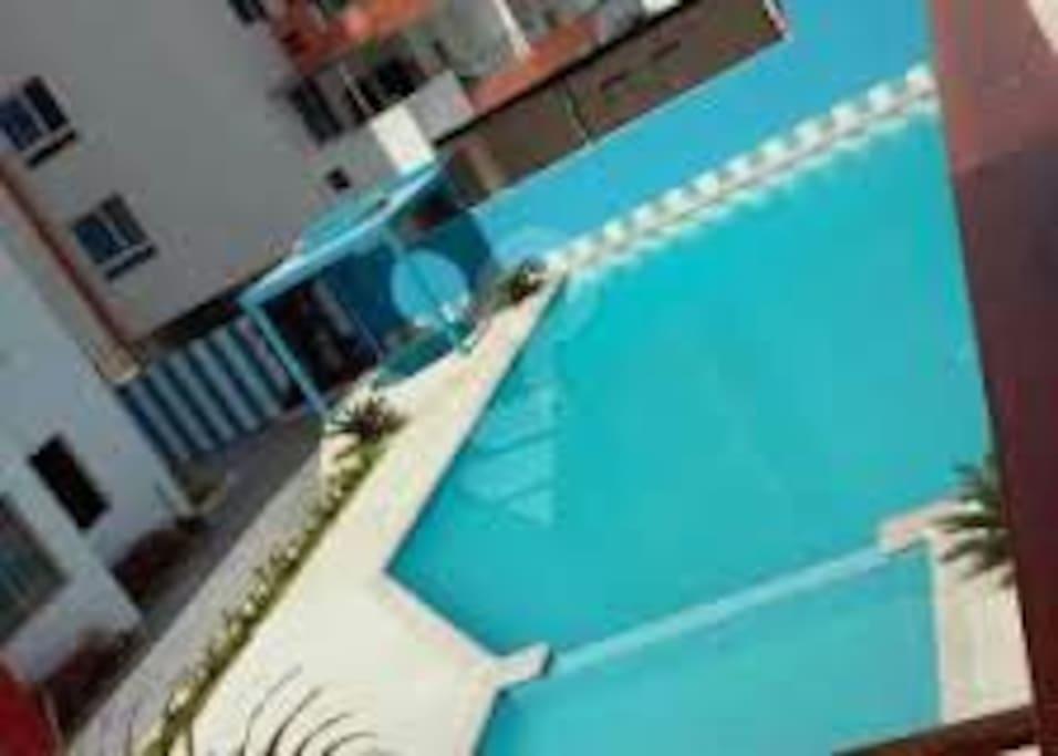 Dos piscinas , dos hidromasajes