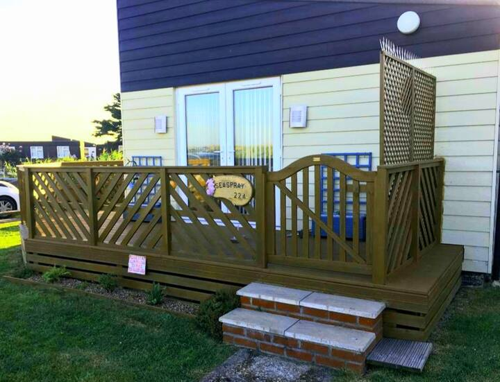 2 bedroom Light and airy chalet seaspray 22a