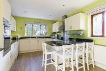 Spacious fully equipped kitchen (fridge / freezer / double fan assisted oven / grill / microwave / toaster / coffee grinder / large dishwasher / halogen hob )