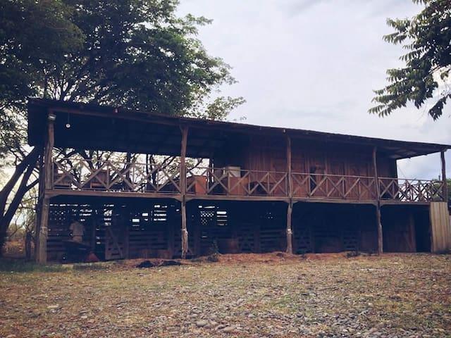 Guanacaste Hostel Lodge