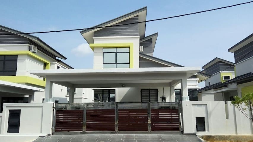 D'Four Bungalow Residence