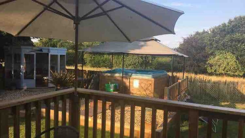 Wonderful 5* 2 🛏 Lodge + hot tub nr Jurassic coast