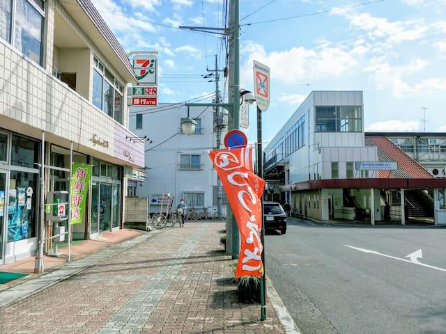 右側奥が野木駅です。あるって30秒くらいです。