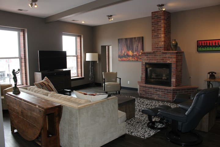 Chic 2 bedroom, 2 bath Loft Situated in Arvada