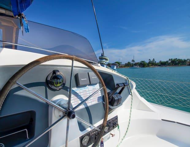 Luxury Catamaran - Kindred Spirit - TH - Barca