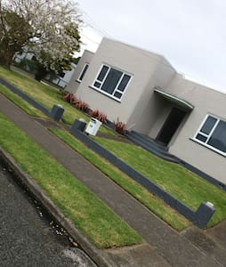 Art Deco Bungalow - Awesome Décor - Hawera