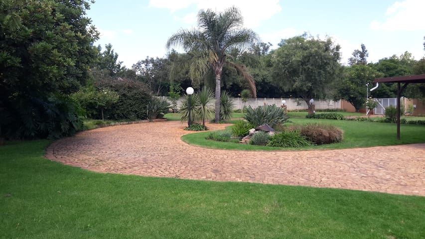 Private fully furnished cottage. - Midrand