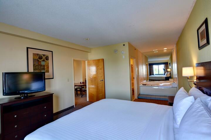 2 spacious rooms with jacuzzi and hot breakfast