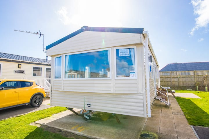 SBL14 - Camber Sands Holiday Park - Sleeps 8  + 1 small dog - Private Parking Space