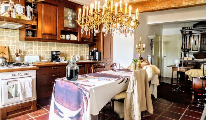 Medieval flair & luxury in Tuscany:jacuzzi, garden
