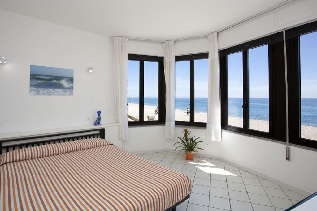 Bilocale fronte spiaggia senza terrazzo appartamenti in for Planimetrie della cabina della spiaggia