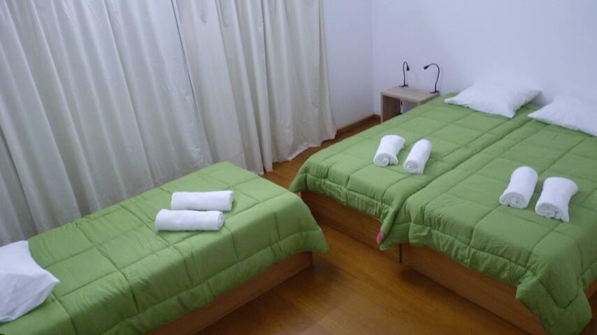Azores Holidays House - Quarto Triplo - n2 - Ponta Delgada