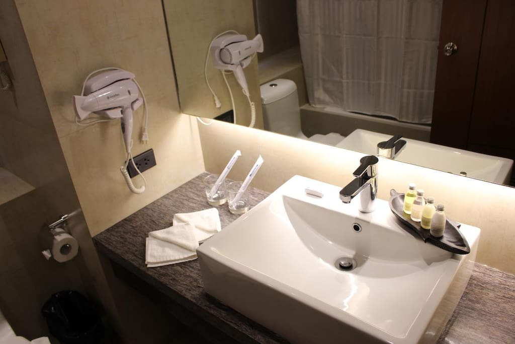 bathroom with tub and toiletries