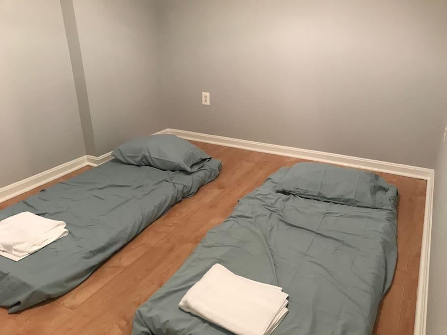 Private bedroom with 2 twin floor mattress