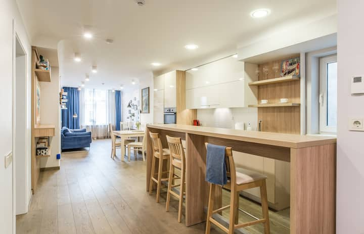 ⭐ Modern Spatial Cosy in the Center Shops & DTown