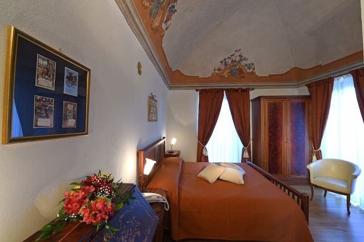 Villa Durando - Stanza di Emanuele III - Mondovì - Bed & Breakfast