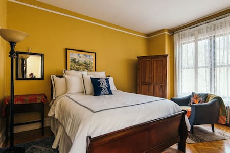 Charming stay hosts 1 - 5 guests - Brooklyn