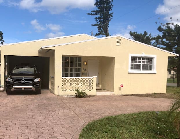 Co-Ed Shared Room. Twin Bed. Hallandale 2C