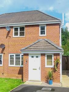 Beautiful house; convenient access to Manchester