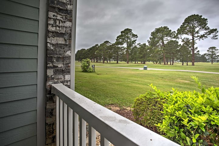 Charming Myrtle Beach Condo on Golf Course!