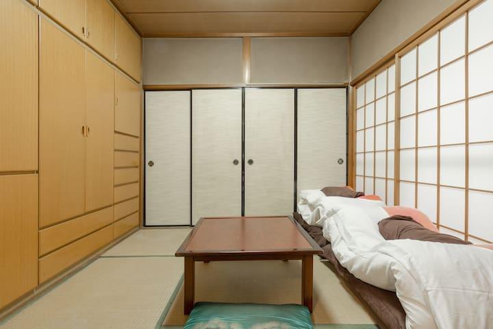 和室#1 伏見稲荷ゲストハウス。京都観光の拠点や出張にご利用ください