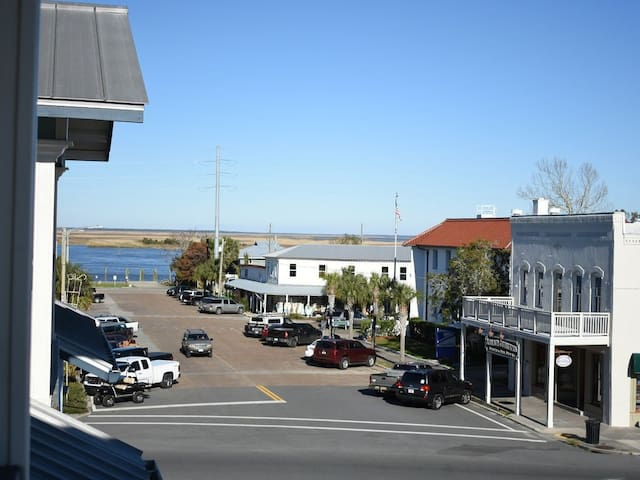 The Eagles Nest in Apalachicola Lower Holiday Rate