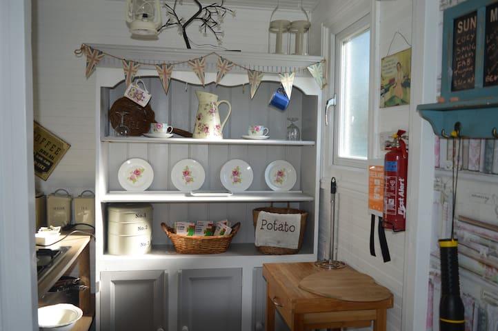 Elizabeth's  glamping lodge/external bathroom