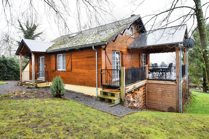 Cozy and luxurious chalet with sauna, jacuzzi, large garden and covered terrace