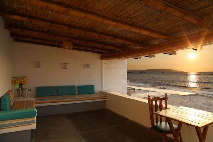 Cozy Cottage  Villa Paracas Beachfront